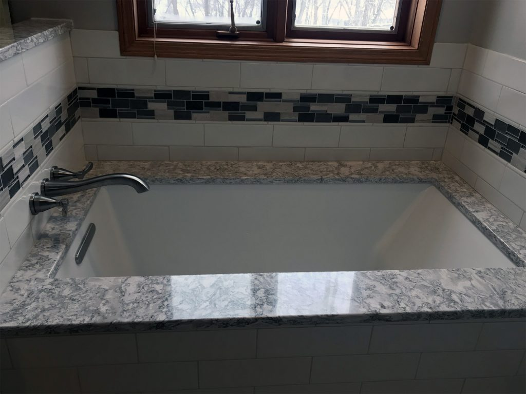 Bathtub tiled surround