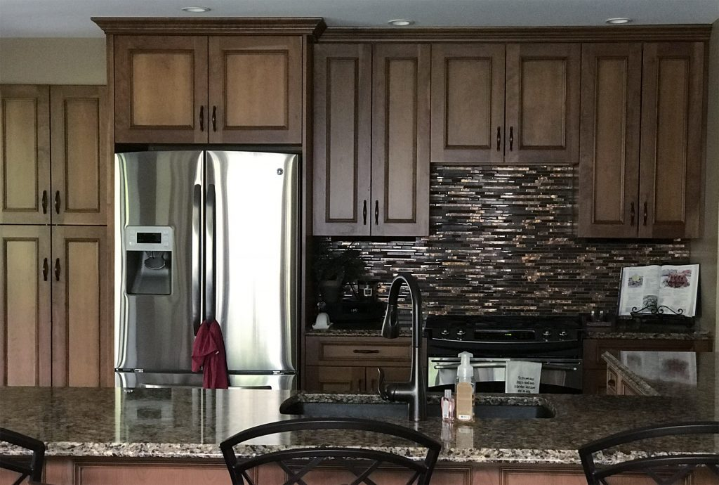Dark kitchen with bronze glass backsplash