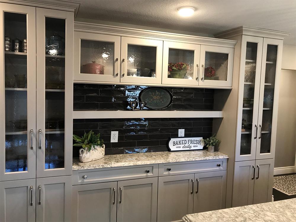 Gray cabinets, sidebar