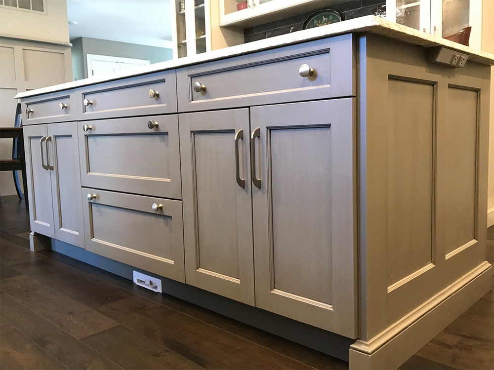 Gray kitchen island, infloor cleaning