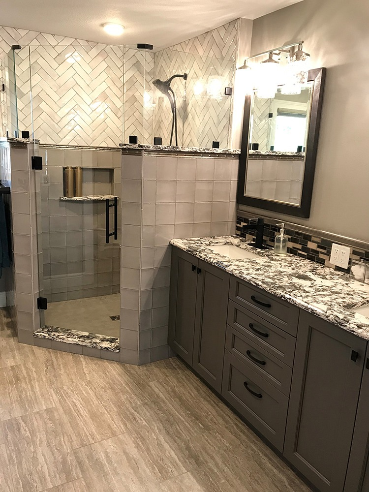 Gray toned bathroom