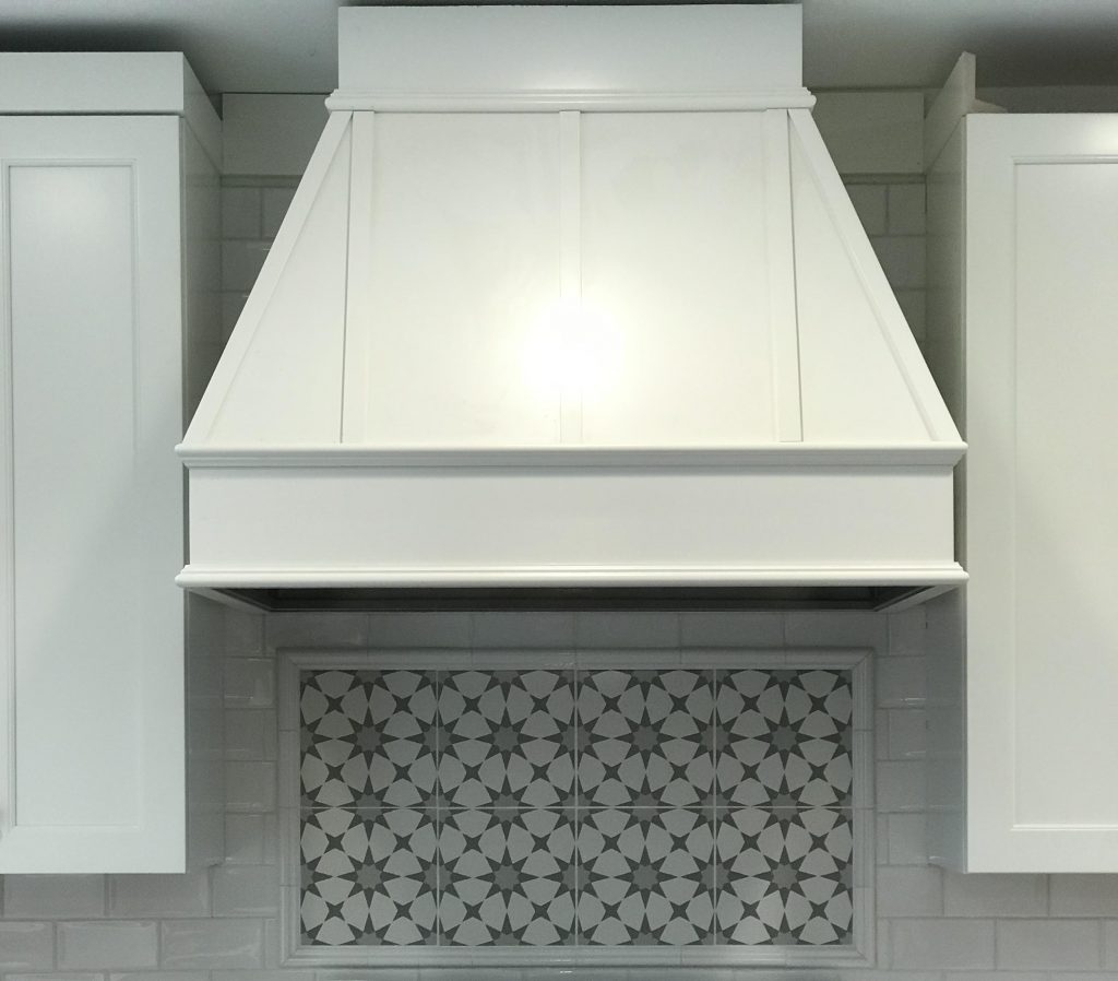 Kitchen hood, decorative tile backsplash